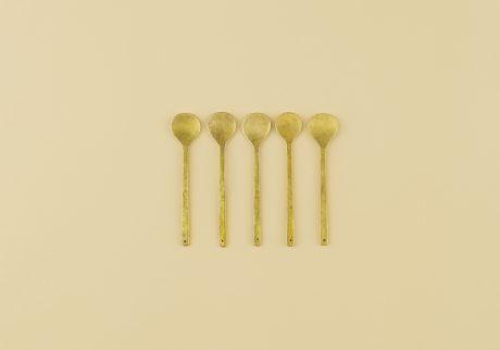 インドの真鍮製のスプーン