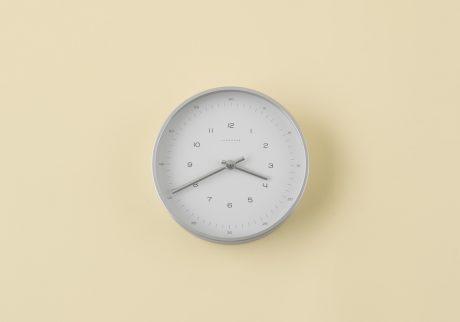 〈ユンハンス〉の壁掛け時計