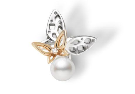 羽ばたく蝶に見立てたピンブローチを発売。
