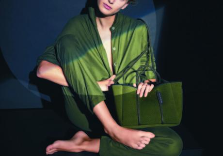 色鮮やかなハンドメイドバッグの世界。
