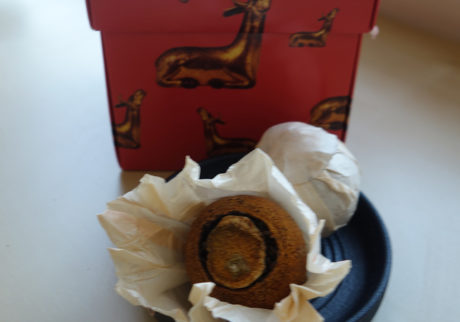 赤い箱入りの柑橘普洱茶 原口純子