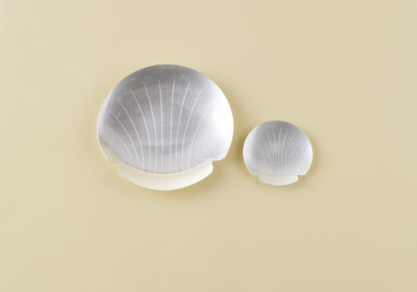 骨董王子・郷古隆洋の日用品案内。ホタテ貝の形のアルミトレイ