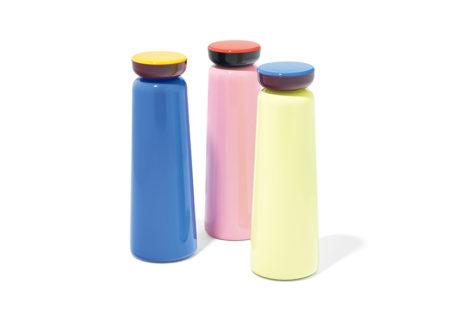 北欧らしい配色がチャーミングな〈ヘイ〉の水筒。