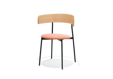 ハイエンドな家具を適正価格で提案する〈フェスト〉。