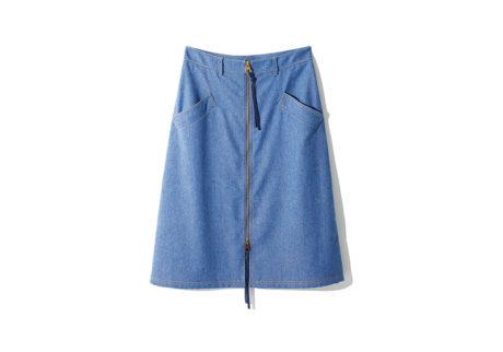 軽やかな履き心地の〈アニオナ〉のハイウエストスカート。