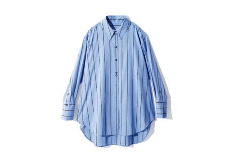 〈スタジオ ニコルソン〉のビッグシルエットなストライプシャツ。