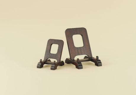 骨董王子・郷古隆洋の日用品案内。〈柳澤木工所〉の民藝館型皿立て