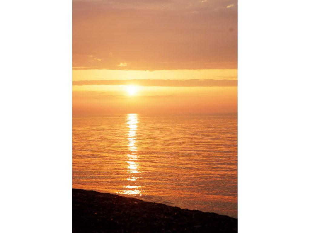 日本海に沈んでいく夕日。