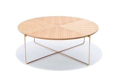 異素材の組み合わせがスタイリッシュな〈モダンワークス〉のコーヒーテーブル。