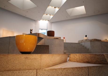 「ロエベファンデーション クラフトプライズ」のファイナリスト作品が草月会館にて展示中。