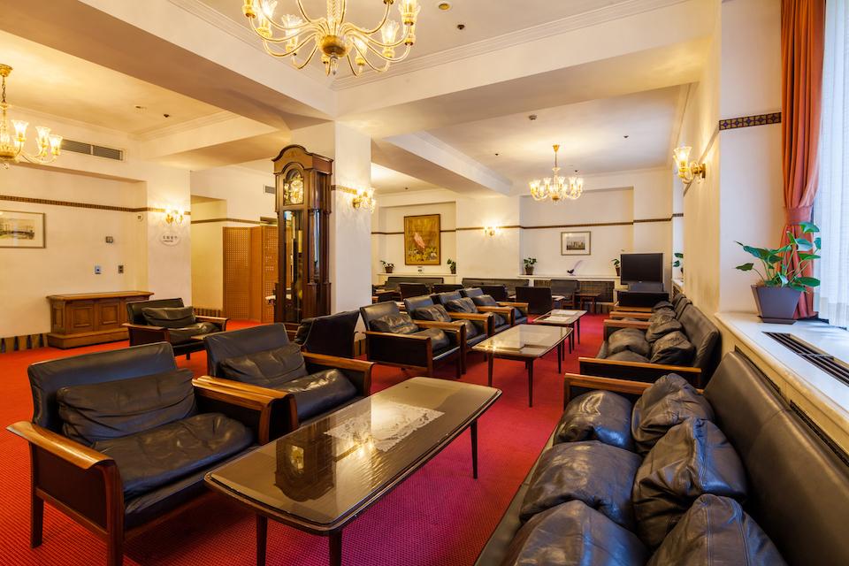 東京・お茶の水の「山の上ホテル」に置かれたノルウェー・バットネ社のソファもアクタスが納めたもの。