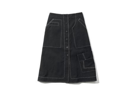 サステナビリティを意識した〈3.1 フィリップ リム〉のスカート。