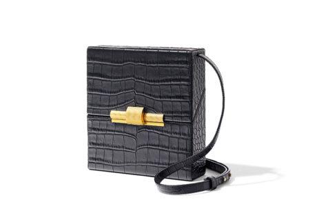 シガレットケースから着想を得た〈ボッテガ・ヴェネタ〉の新作バッグ。