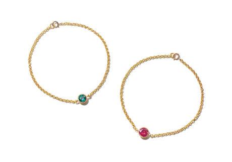 ジェム・ストーンとゴールドの組み合わせが美しい〈マリーエレーヌ ドゥ タイヤック〉ブレスレット。