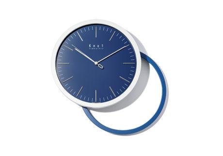 高品質でリーズナブルな〈ノット〉初となる壁掛け時計。