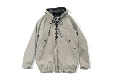 アメリカ海軍の甲板作業着を着想源にした〈ハイク〉のジャケット。