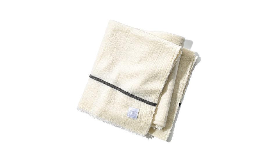 ふっくらと柔らかな肌触りの〈ラプアン カンクリ〉のブランケット。