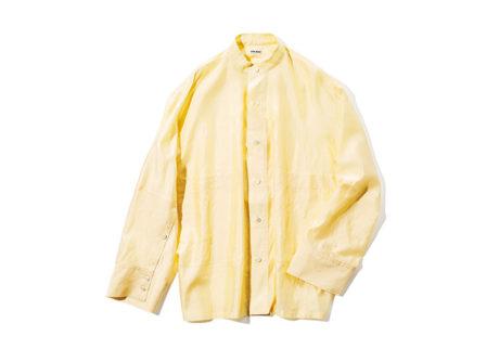 ワークウェアを連想させる〈アンスクリア〉のシルクシャツ。