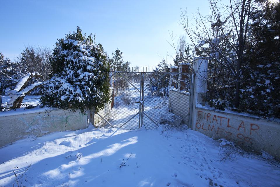 01_gate