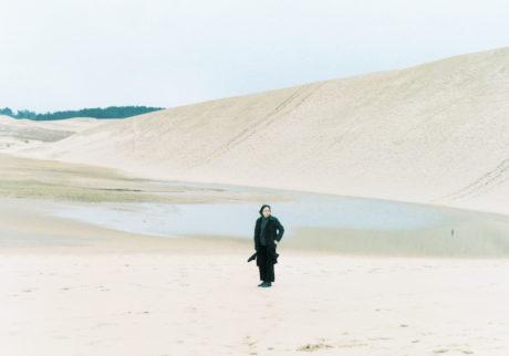 山本あゆみさん、写真集『foam』出版記念写真展。 森岡書店にて2月11日(火)から開催です。