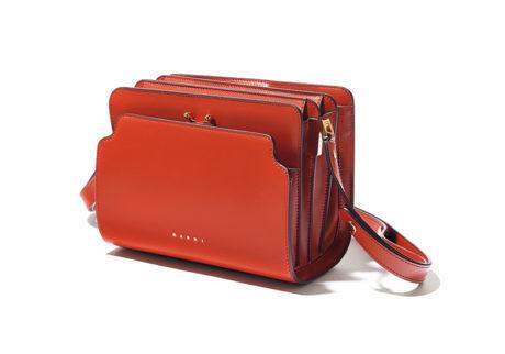 コンパクトながら機能的な〈マルニ〉の新作バッグ。