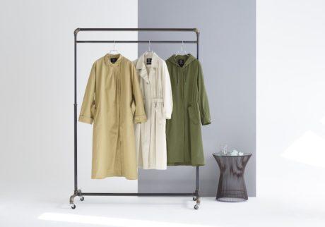 英国の老舗〈フォックス・アンブレラ〉から届いた、春を心地よく過ごすためのファッションコート。