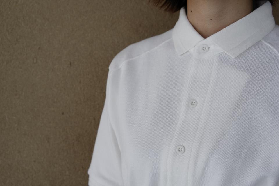 同じくユニフォームラインのポロシャツ。オーガニックコットンで作ったオリジナル素材を使用。