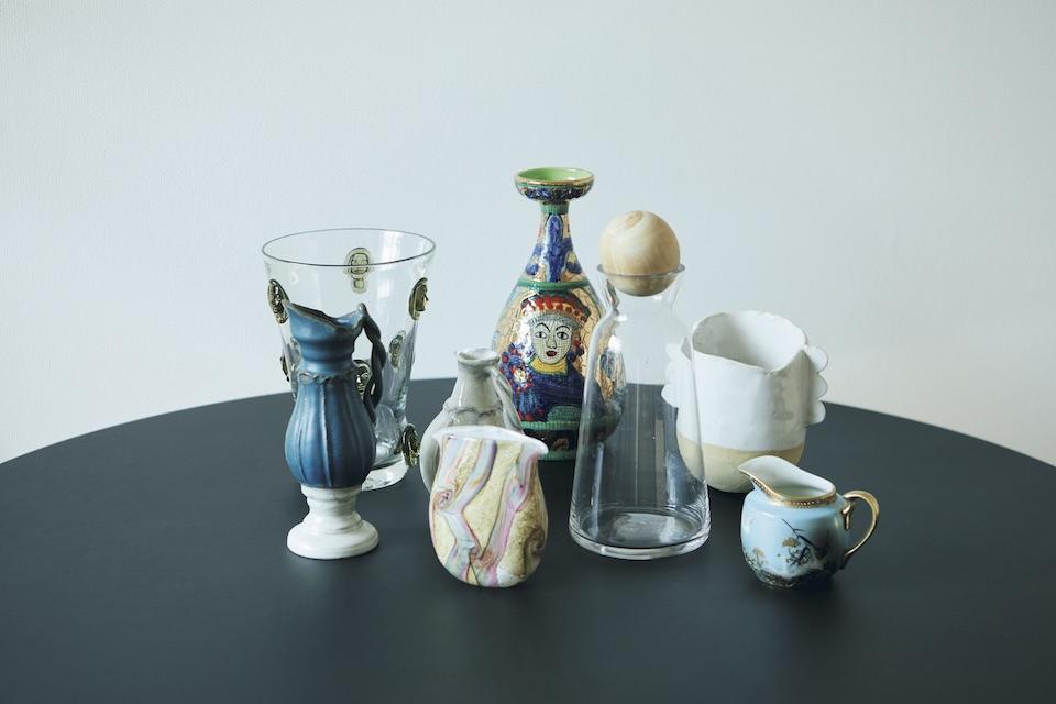 花瓶の多くは古道具店、リサイクルショップで発見。作家ものも交じり合う。