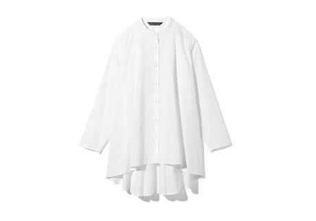 〈ミズイロインド〉のフレアシルエットが美しいコットンシャツ。