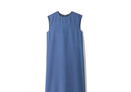 シルエットが美しい〈ロエフ〉のシルクドレス。