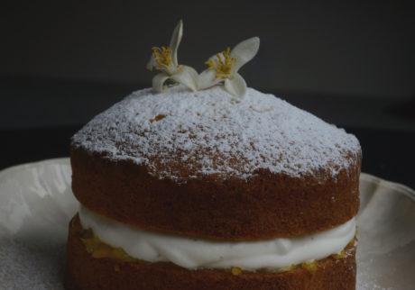長田佳子の季節のハーブを愉しむお菓子。レモンの花とフェンネルのヴィクトリアケーキ