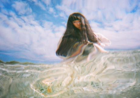 音楽家・青葉市子×写真家・小林光大が紡ぐ、旅と日々の記憶。Choe「境界線」