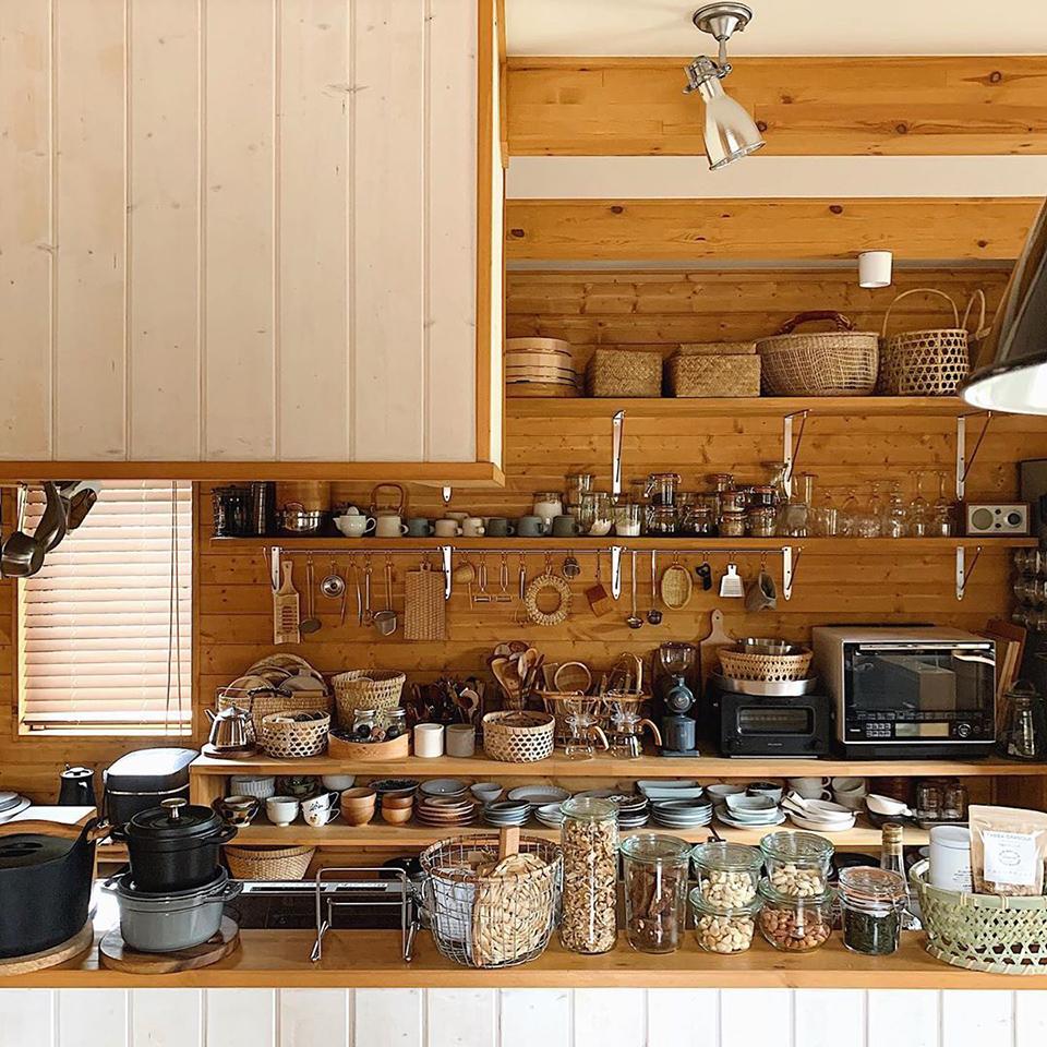 使い勝手のいい 台所と料理道具 暮らしの風景が好き その人らしさに溢れたインテリアが好き キッチンを見るのも大好き 私も今日の1枚を記念に☺︎
