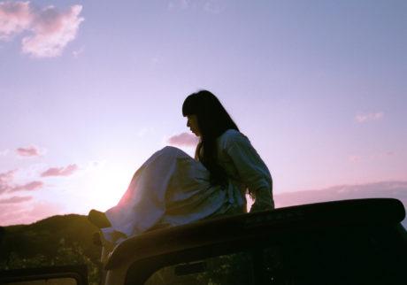 音楽家・青葉市子×写真家・小林光大が紡ぐ、旅と日々の記憶。Choe「生物発光」