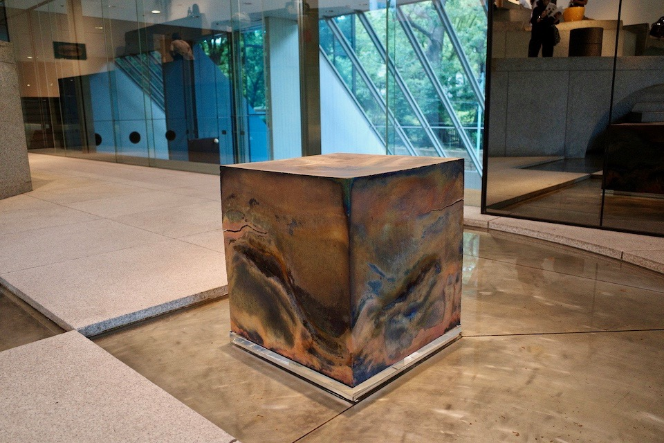 1990年生まれ、信楽を拠点に創作活動を行う橋下知成さん作「Rain box」。