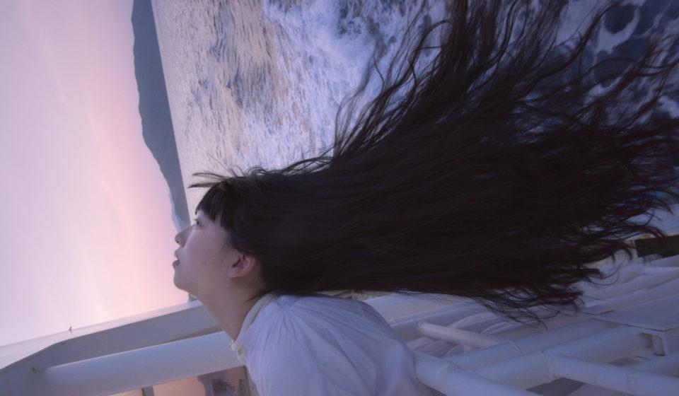 音楽家・青葉市子×写真家・小林光大が紡ぐ、旅と日々の記憶。Choe「奄美紀行」