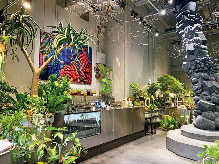 名和晃平らのアート作品に彩られた空間。植物を扱う「植屋」と「茶屋」で構成されている。