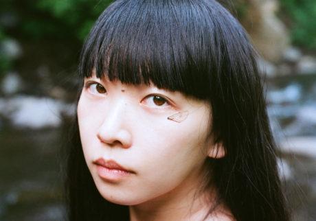 音楽家・青葉市子×写真家・小林光大が紡ぐ、旅と日々の記憶。Choe「milky way」