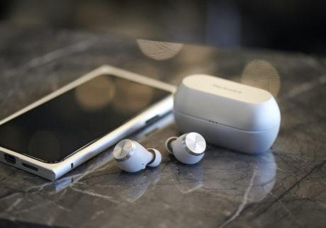 音楽本来の楽しみを耳元に。 〈Technics〉から完全ワイヤレスイヤホンが登場。