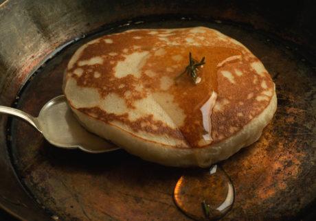 長田佳子の季節のハーブを愉しむお菓子。ローズマリーのフランネルケーキ
