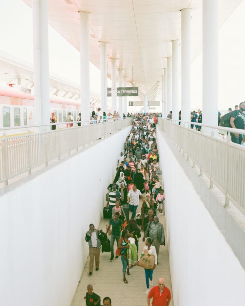 モンバサ駅。みんなどこへ行くのだろう。
