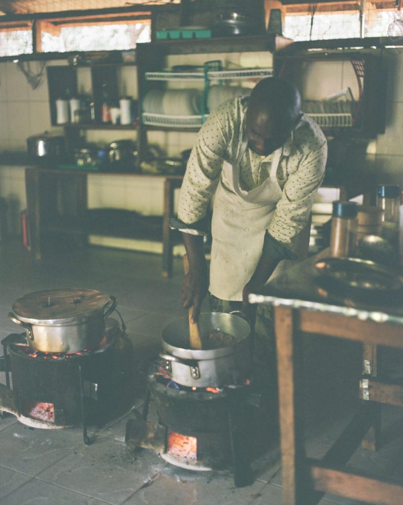 ご飯おいしい。電気がたまにしかつかないけどご飯おいしい!