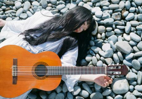 音楽家・青葉市子×写真家・小林光大が紡ぐ、旅と日々の記憶。Choe「Parfume d'étoiles」