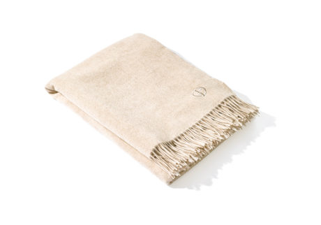 上質なカシミアを贅沢に使った〈アルマーニ / カーザ〉のブランケット。