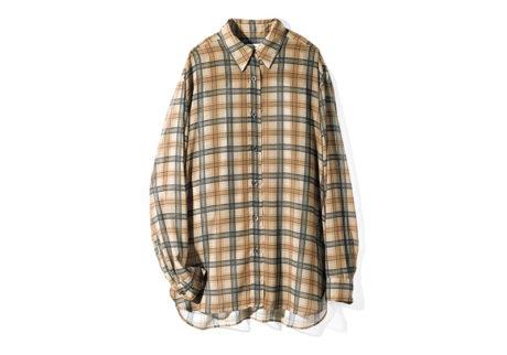 軽やかなシースルー素材を使った〈ドリス ヴァン ノッテン〉のシャツ。