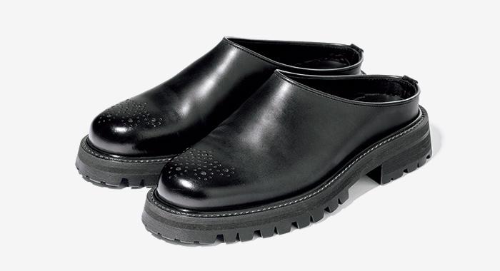 HENDER SCHEME black leather shoes