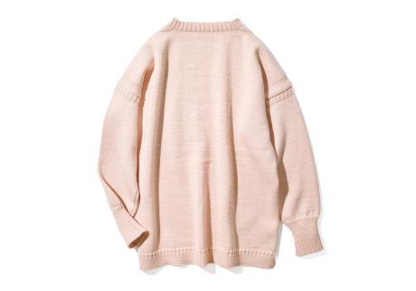 『ビショップ』が別注色をオーダーした〈ル トリコチュール〉のガンジーセーター。