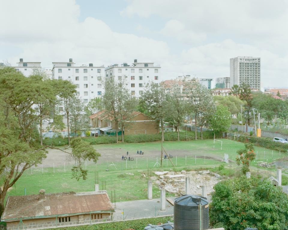 久しぶりのナイロビ。ビルが高い。物価も高い。