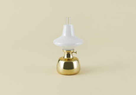 骨董王子・郷古隆洋の日用品案内。〈ルイスポールセン〉のオイルランプ