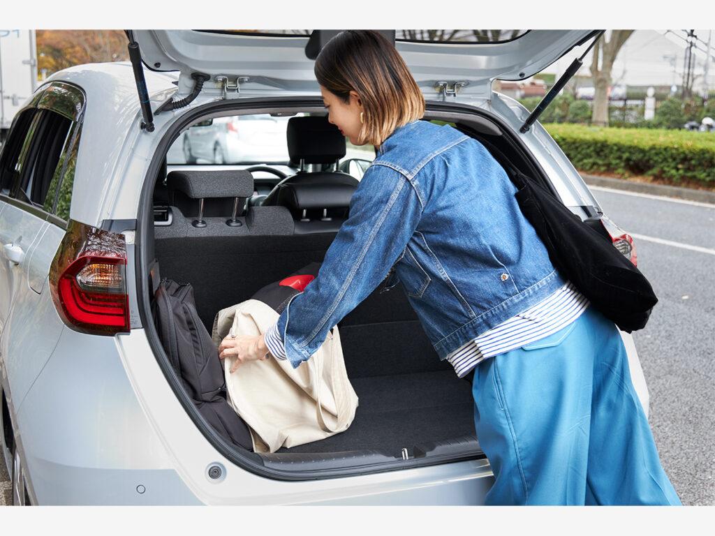 荷室は開口部が広く、積み下ろしも楽々。ジュニアシートやバッグを入れても、まだまだ余裕のあるサイズ。